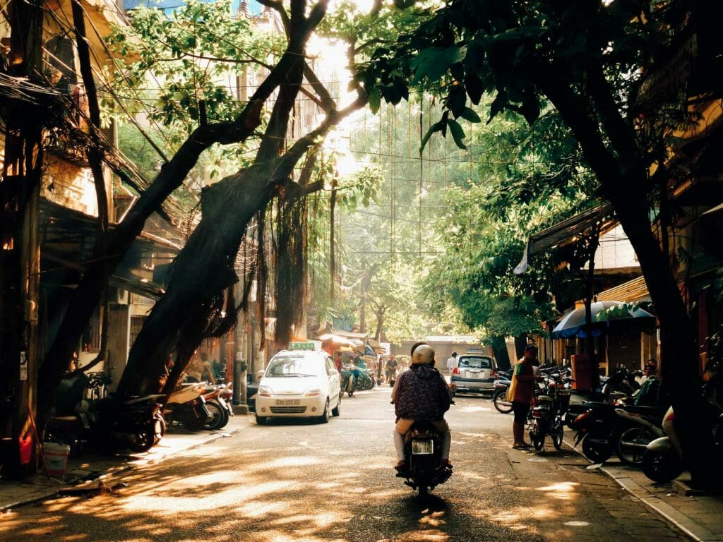 rue animée Hanoi