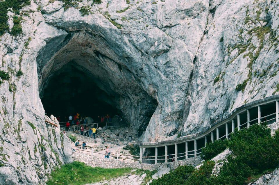 Visiter la grotte de glace Eisriesenwelt en Autriche