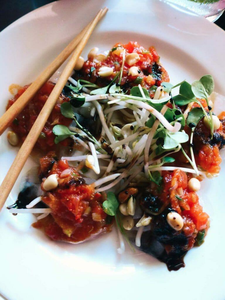 repas white rose vietnam