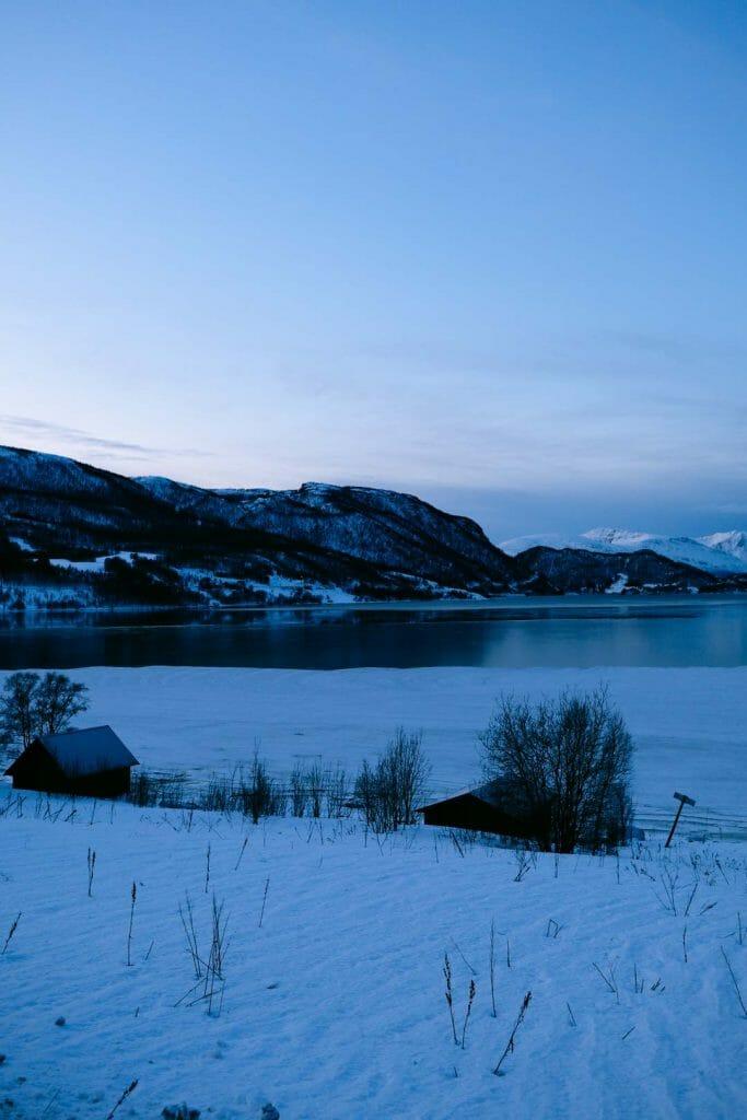 lac montagne norvège